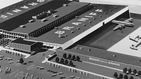 Former Braniff Airways employees tour Love Field facilities
