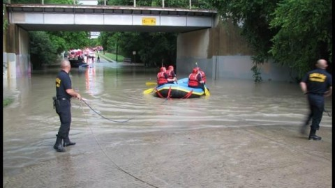 Dallas Fire-Rescue unit acts swiftly when waters rise