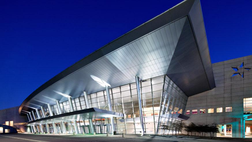 City prepares Dallas Convention Center to take in evacuees